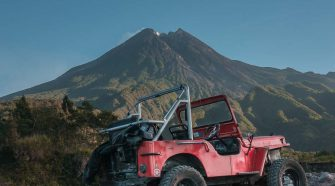 merapi sunrise lava tour - jeep adventure