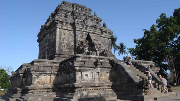 Mendut Temple (Candi Mendut): Home Of Three Largest Buddha Statues
